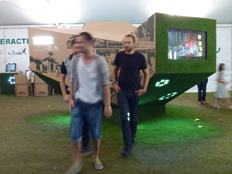 Stand interactivo para la Feria de Albacete. Diseño: cartonLAB.