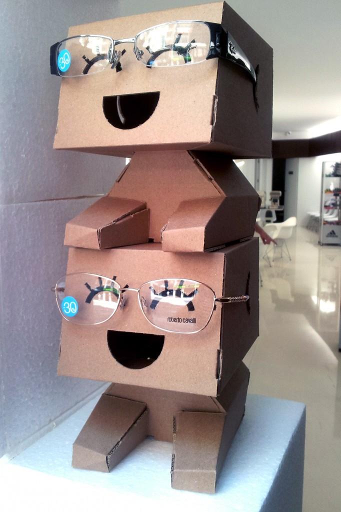 Diseño de Optica figuras carton expositor gafas 04