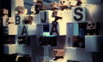 Diseño de Optica figuras carton expositor gafas escaparatismo