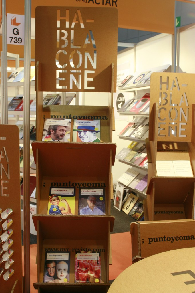 expositor protafolletos revistas estanteria estante carton evento feria libro