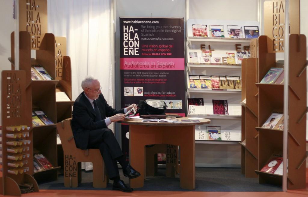 STAND CARTON CARTONLAB LIBER habla con eñe mesa silla expositor libreria estanteria carton