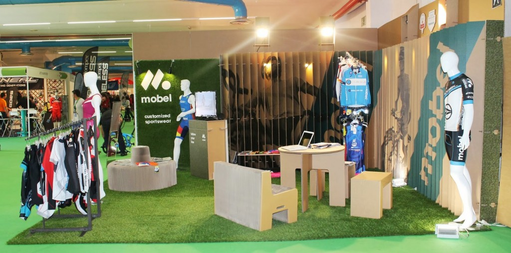 Stand mobel sport for Stand carton