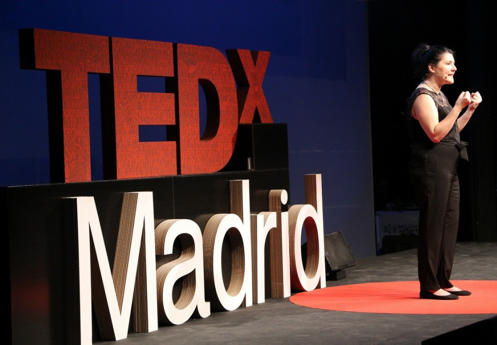 ted x madrid cartonlab letras carton escenario