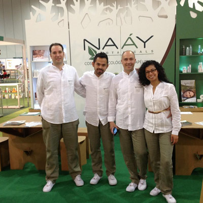 stand-london-cardboard-cartonlab-naay-botanicals