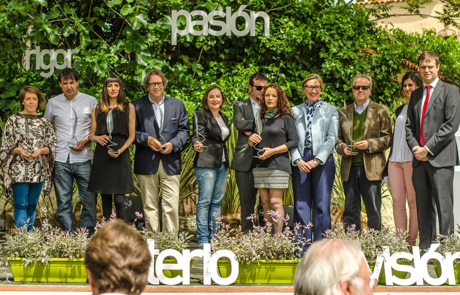 premios-avuelapluma-letras-carton-cartonlab (1)