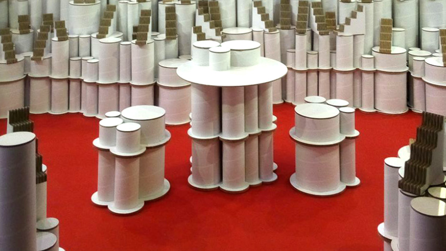 taburetes-tubos-de-carton-cartonlab-stand