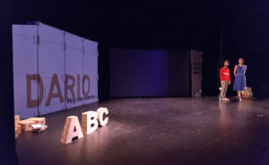 escenografia letras carton obra teatro actuacion ruido interno 2