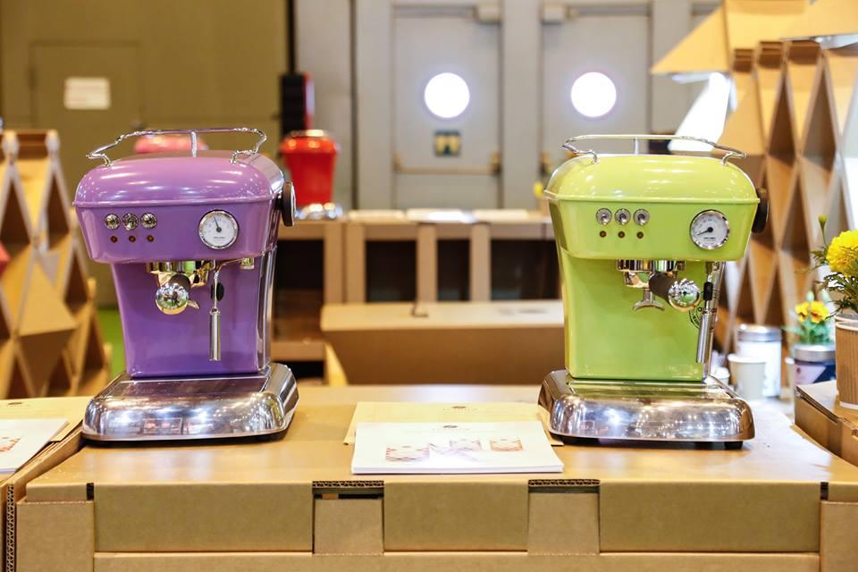 cafetera-vintage-café-mueble-stand-salon-gourmets-cartón-Luthier-Cartonlab-Diseño-exclusivo