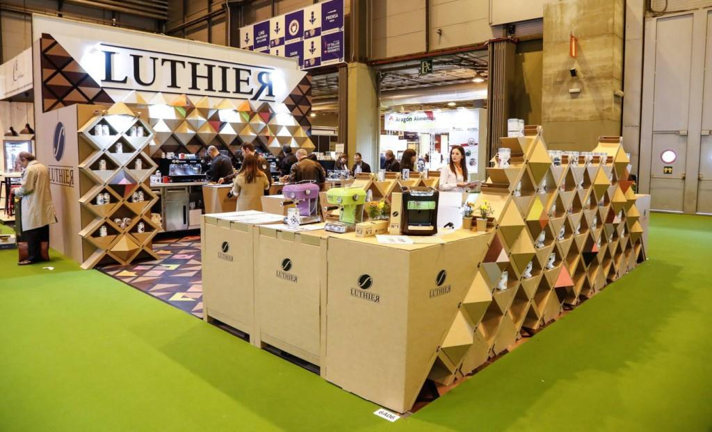 stand-salon-gourmets-cartón-ecológico-Cartonlab-café-Luthier-gourmet-Diseño-exclusivo
