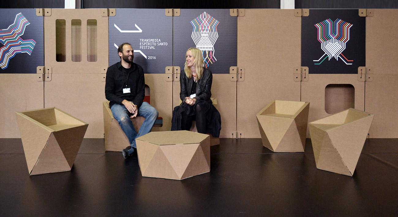 festival-transmedia-sillas-carton-cartonlab-