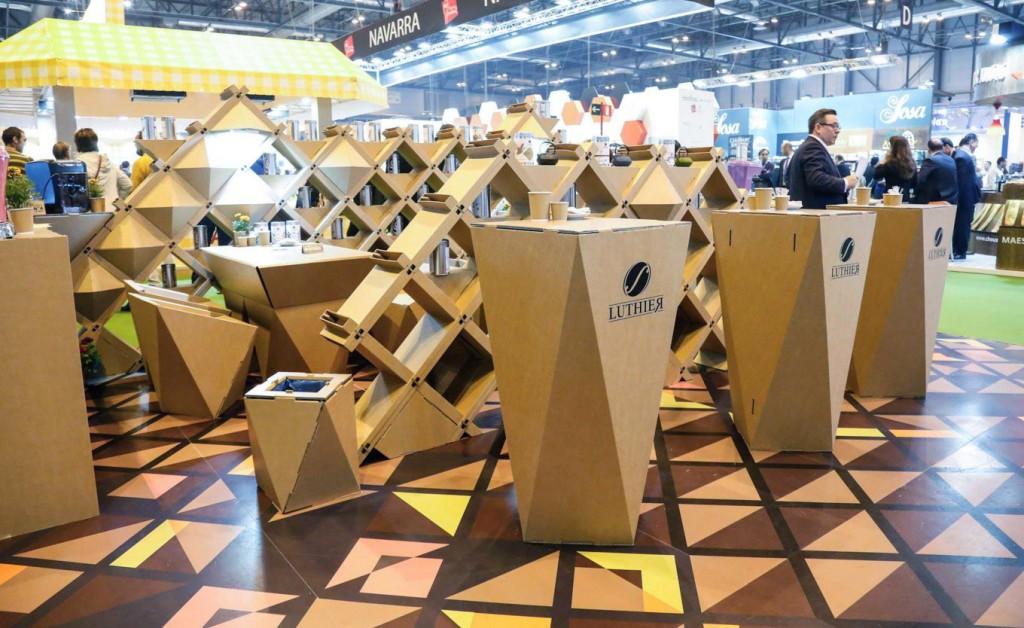 mesa-catering-stand-salon-gourmets-carton-ecológico-cafe-luthier-cartonlab-Diseño-exclusivo