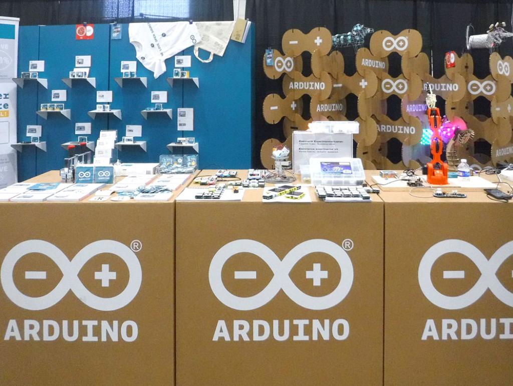 mostrador carton arduino maker faire stand carton celosia cartonlab san francisco