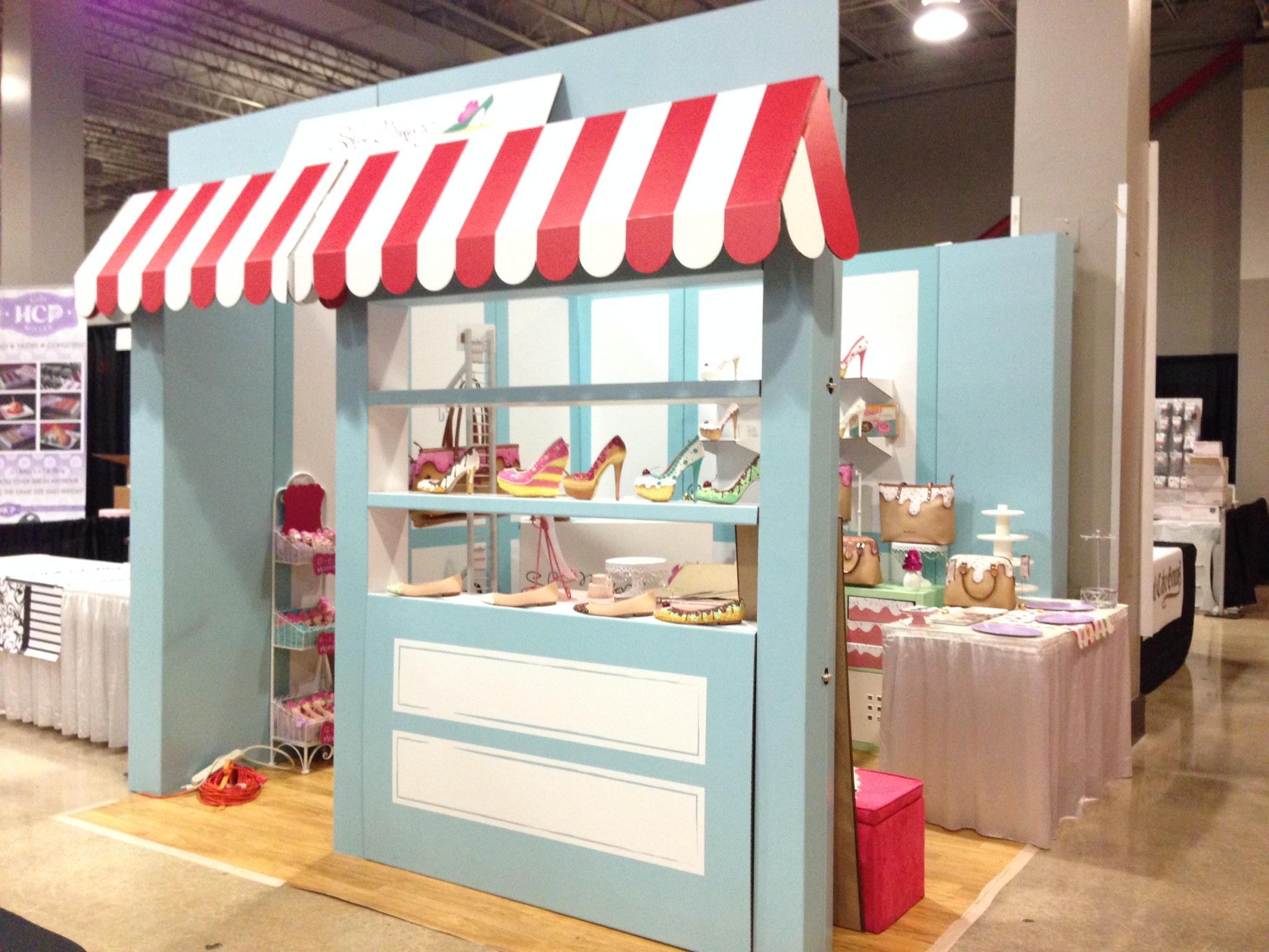 stand promocional portatil ecologico vintage soflo cartonlab shoe bakery