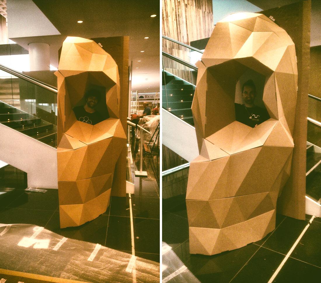 calavera-carton-stand-aecc-metrovacesa-cartonlab-01-skull-cardboard