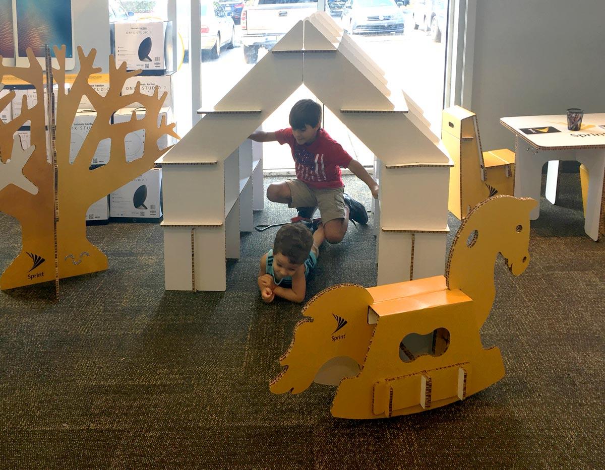 sprint-zona-infantil-decoracion-tienda-cartonlab-4