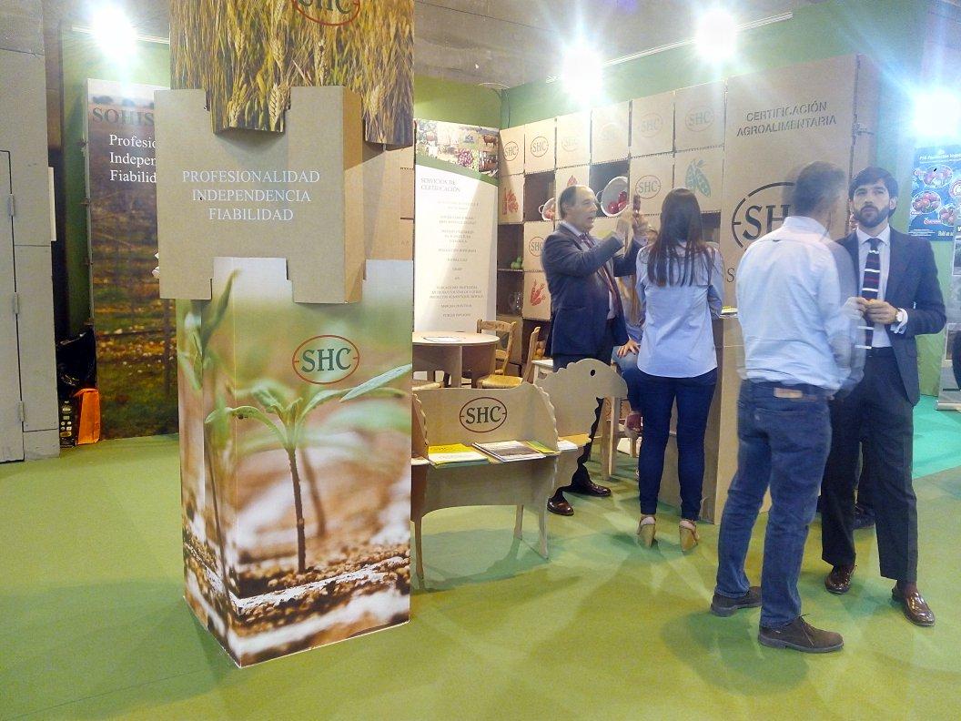 Expositores de cart n en biocultura bilbao productos - Lo ultimo en decoracion de paredes ...