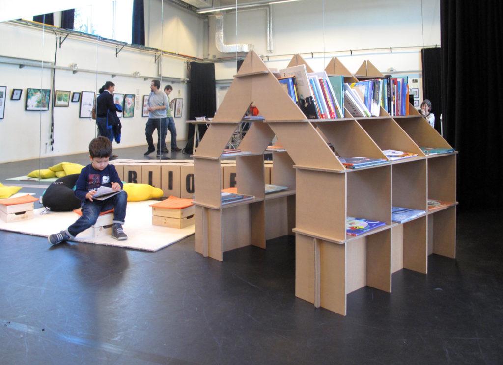 casita estanteria biblioteca libro infantil niños lectura cartonlab