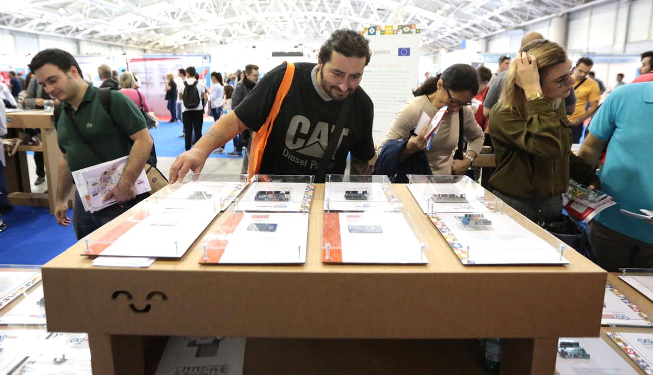 mostrador-carton-maker-faire-arduino-roma-cartonlab