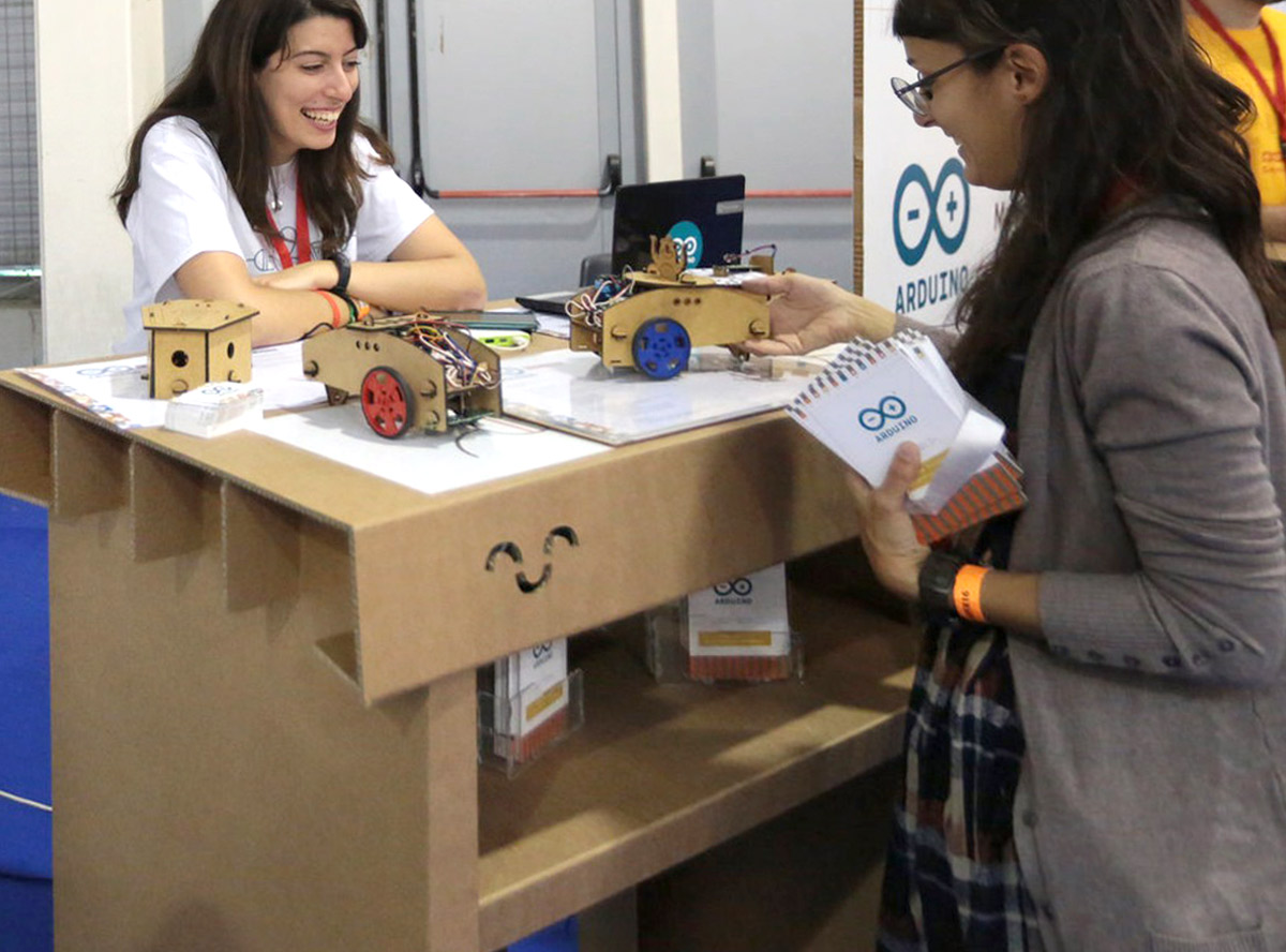 mostrador-carton-roma-maker-fair-arduino-cartonlab