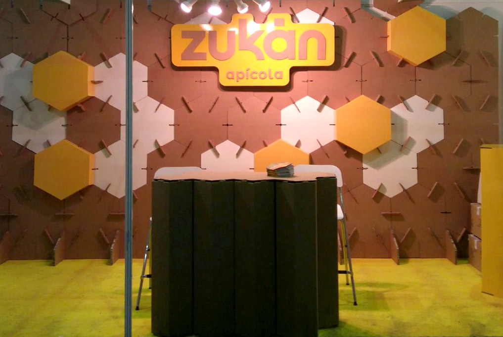 stand-feria-apícola-modular-carton-zukan-02