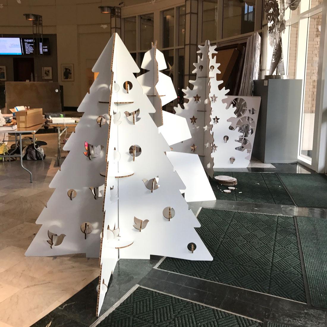 decoración navideña museo arbol navidad carton cartonlab 02