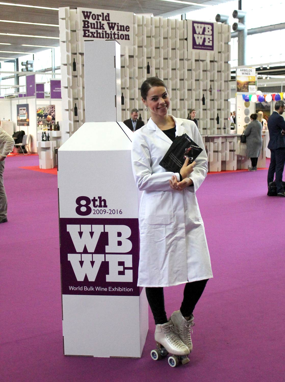 stand para feria de vino world bulk wine festival photocall botella carton