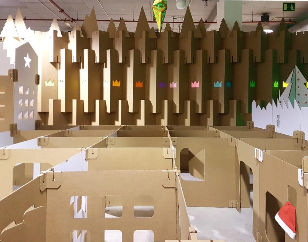 biombo-separador-carton-decoracion-centro-comercial-navidad