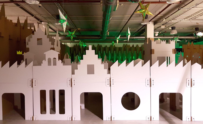decoración navideña en centro comercial habaneras torrevieja fabrica de los sueños laberinto pueblo elfos