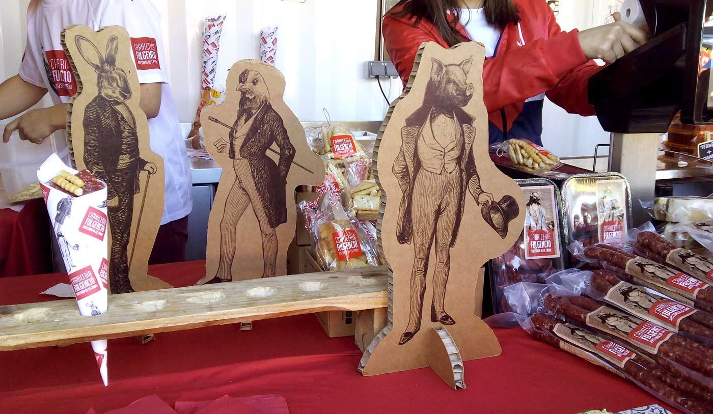 packaging reutilizable stand mercadillo rin ran navidad figuras personalizadas corporeos eventos carton cartonlab