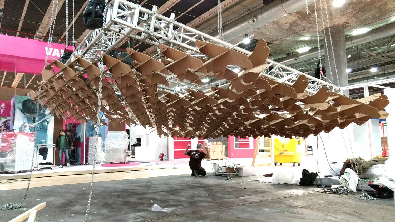 estructura carton modular stand ifema techo cubre techo lampara celosia