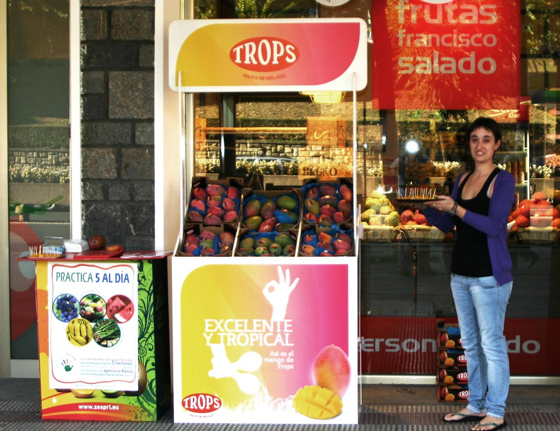 expositor mango trops 5 al dia cartonlab stand promocional portatil