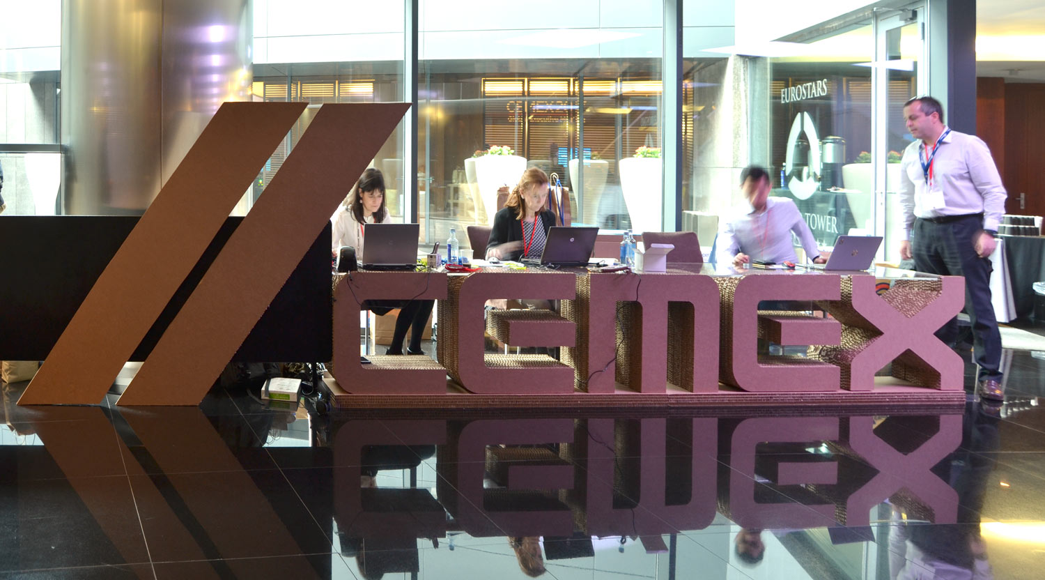 mesa-letras-carton-evento-cartonlab