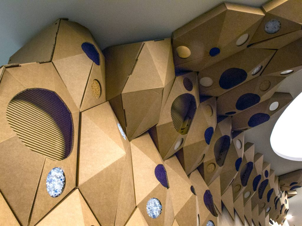the circular lab ecoembes logroño celosia hexagonos separador pared carton
