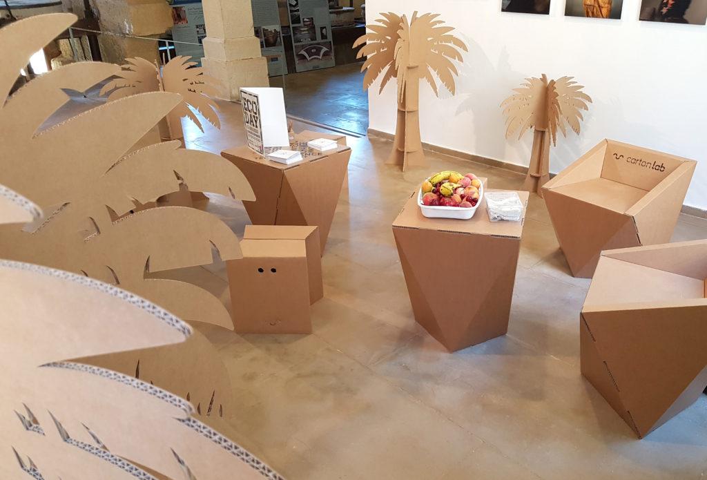 ecoday cartonlab muebles carton zona descanso reuniones taburetes mesas sillas palmeras ambientacion decoracion eventos