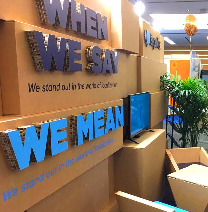 stand modular carton seprotec locworld34 letras corpóreas de cartón logotipo eslogan feria evento