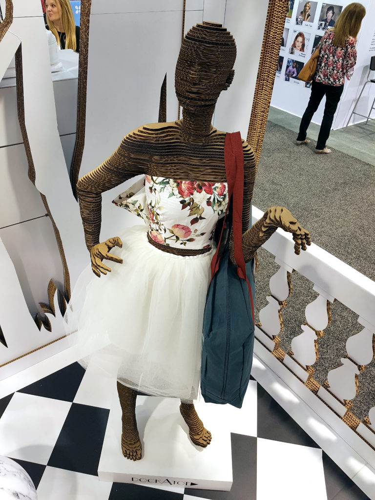 cardboard mannequin cartonlab maniqui tienda escaparate carton ligero