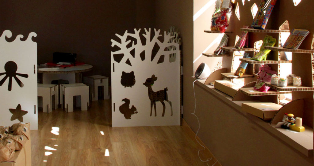 biombo infantil carton ludoteca zona niños centro comercial tienda Cartonlab animales bambi