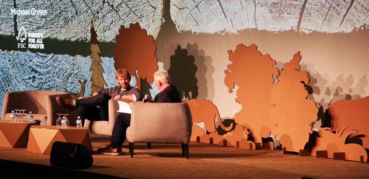 eventos sostenibles decoracion evento escenario arboles carton