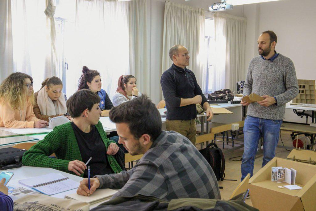 workshop-jornadas-carton-enseñanza-grupos-Granada