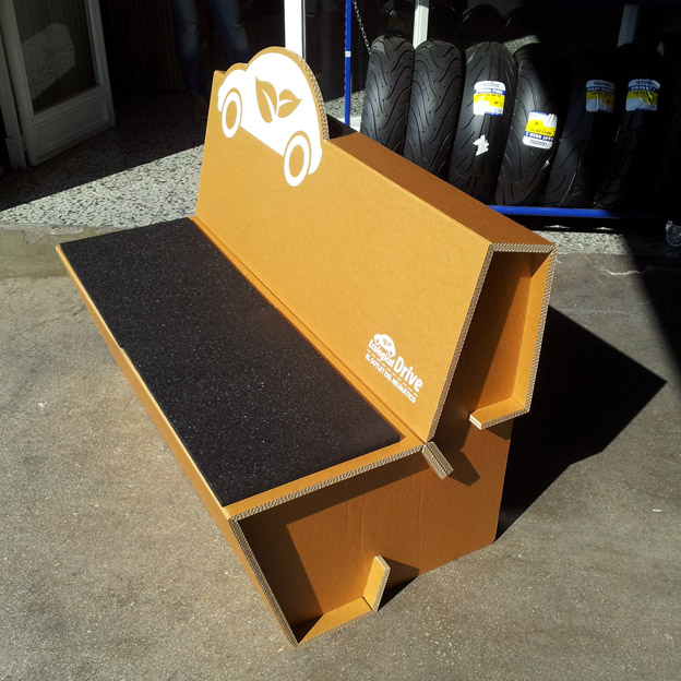 sofa-carton-neumatico-reciclado-02_banco