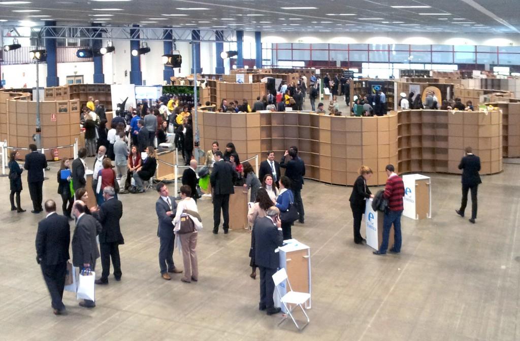 marketplace-stands-cardboard-cartonlab-01