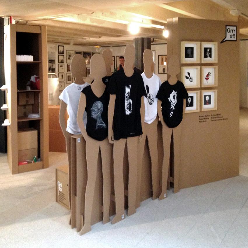 casa arte stand cartonlab maniquies maniqui carton cardboard mannequin escaparatismo escaparate tienda ropa