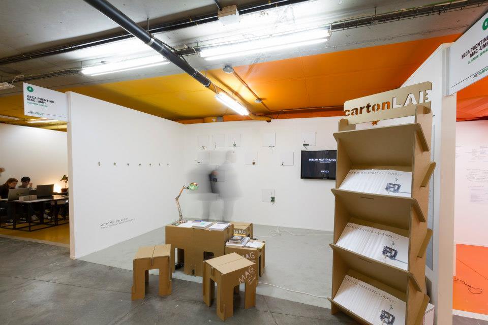 Justmad mustang art gallery revistero estanteria portafolletos expositor carton diseñado por Cartonlab
