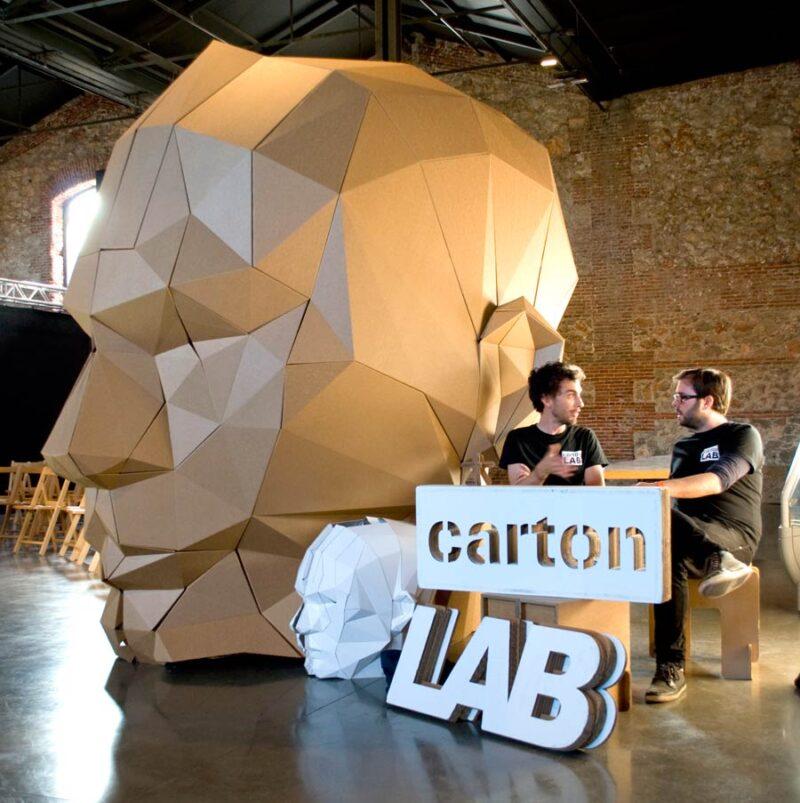 figura cabeza carton poligonal gigante