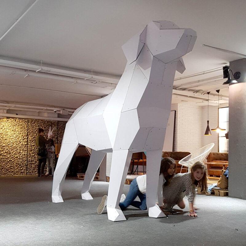 perro carton gigante poligonal evento figura