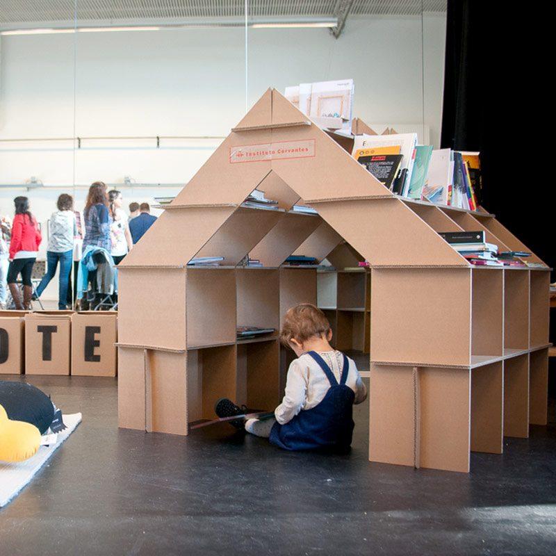 casita carton infantil feria libro stand