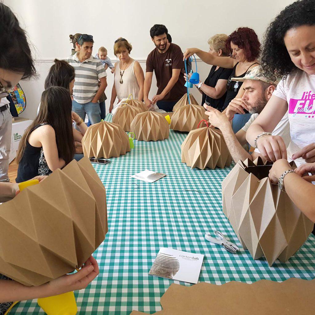 como hacer lamparas carton papel cartonlab recycling market taller actividades workshop