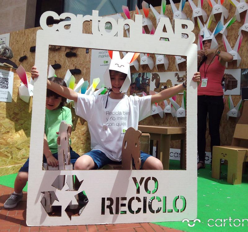 recycling-market-ecoembes-cartonlab-taller-carton-niños (1)