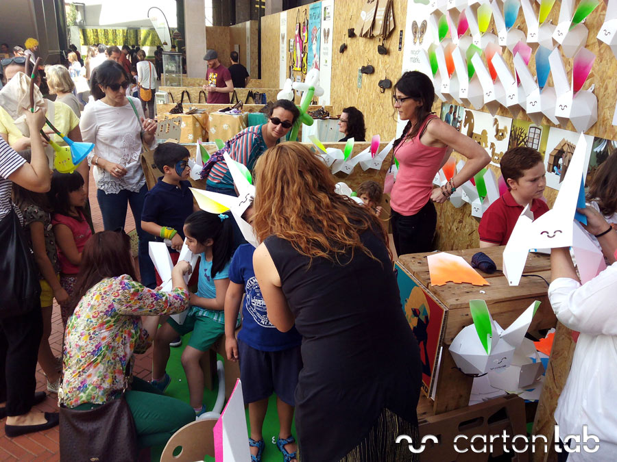 recycling-market-ecoembes-cartonlab-taller-carton-niños (3)