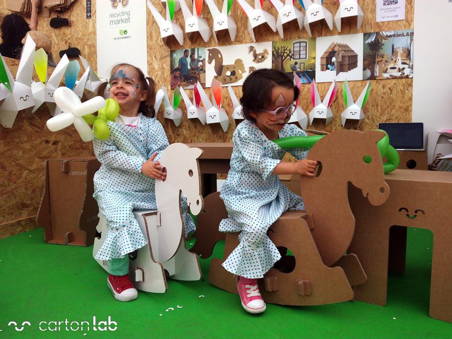 recycling-market-ecoembes-cartonlab-taller-carton-niños (7)